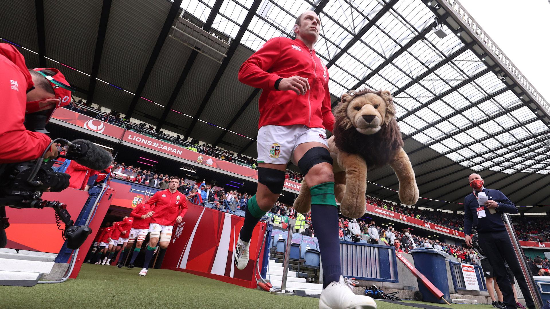 Alun Wyn Jones runs out into Murrayfield with Mascot BIL